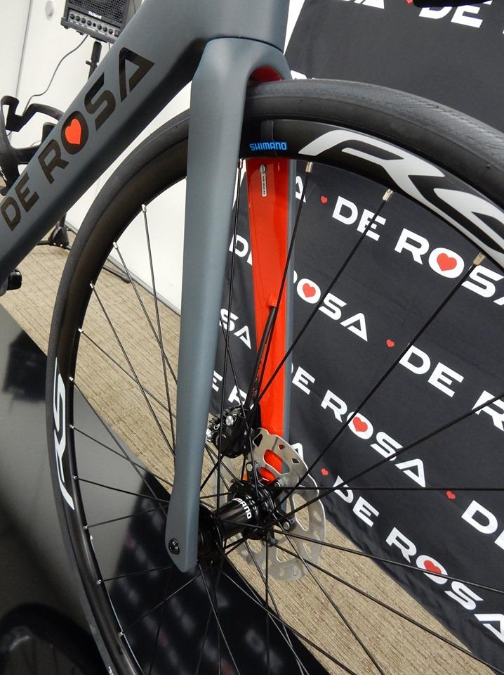 2020年 新商品 新モデル ニューモデル 展示会 DE ROSA derosa デローザ イタリア IDOL DISK idol disk アイドル ディスク カーボンディスクロードバイク レース サイクリング 長距離 ロングライド 広島県福山市 FINE fine ファイン